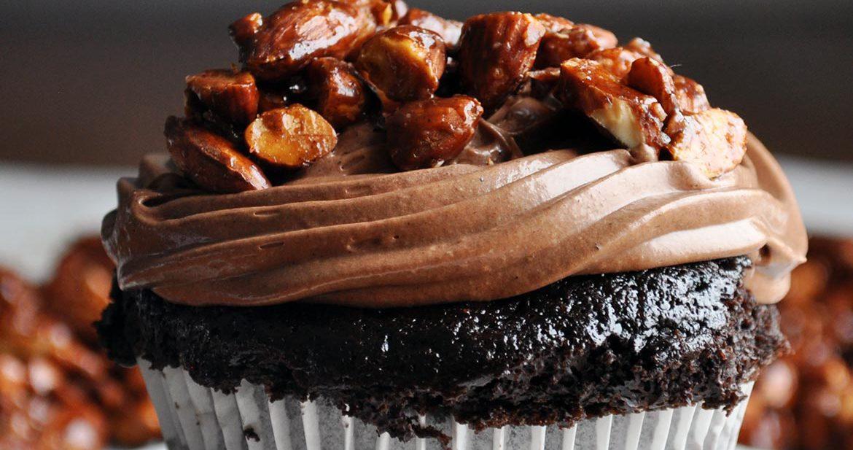 Best homemade chocolate cupcake recipe | ultra moist chocolate cupcake recipe with amaretto pastry cream and almond pralines | ofbatteranddough.com