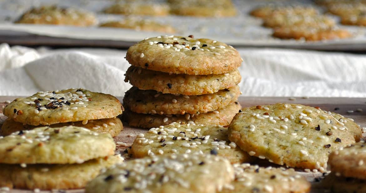 Homemade Cheese Crackers | ofbatteranddough.com