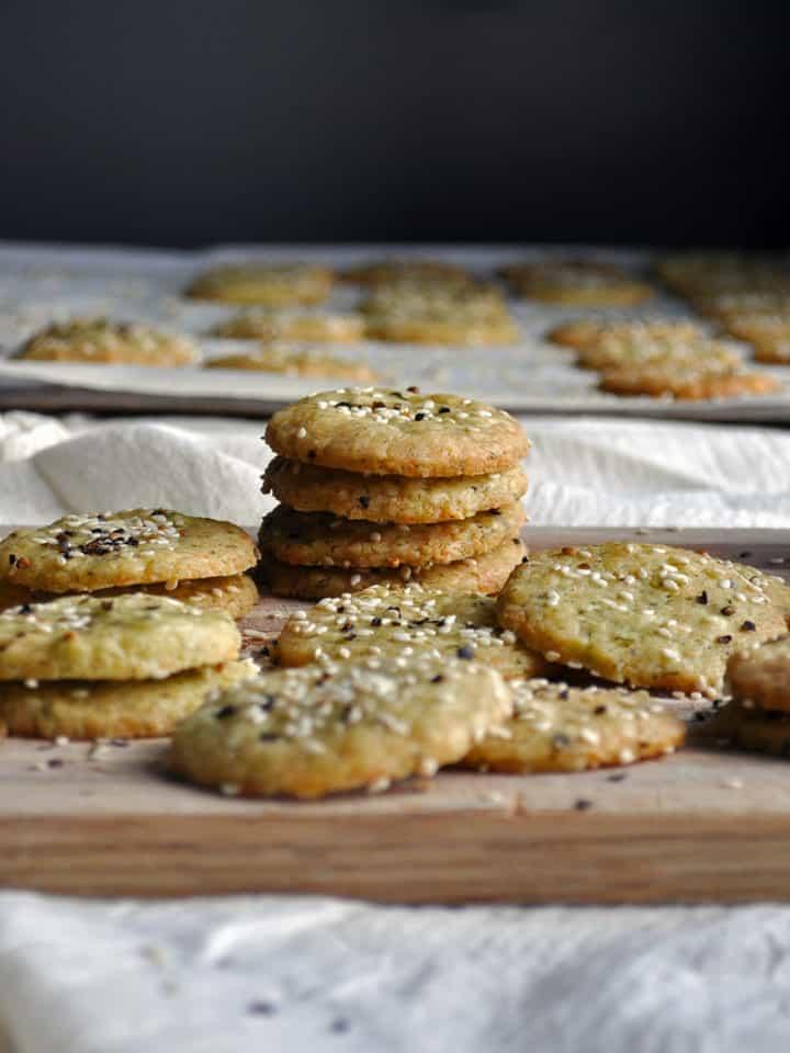Homemade Cheese Crackers | ofbatteranddough.com
